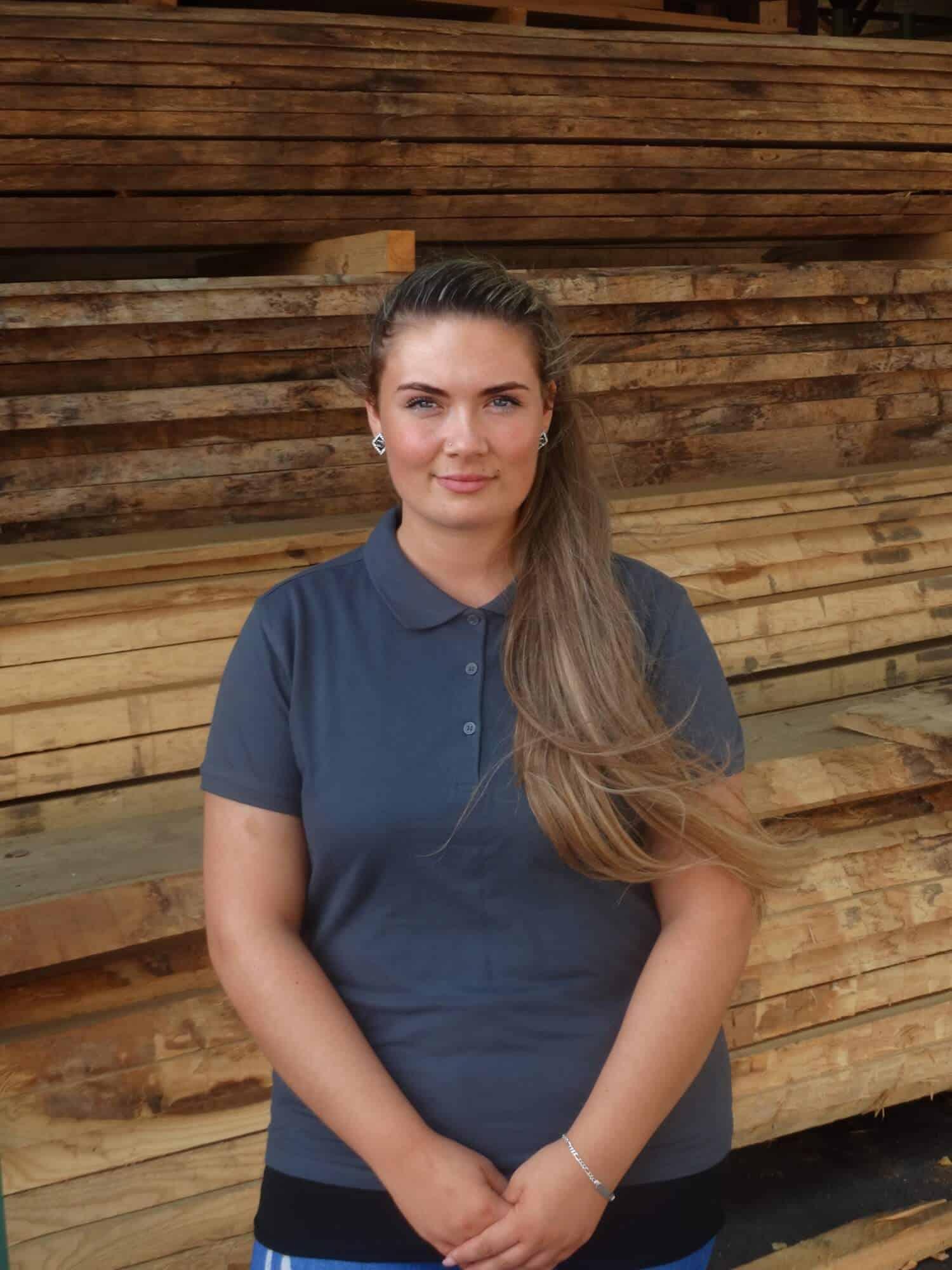Joanne Fischbach - 22 - Auszubildende Kauffrau im Groß und Außenhandel
